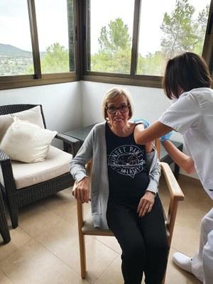 Els avis i àvies de la Residéncia L'ERMITA de Creixell, han rebut avui la tercera dosi del vacci contra la Covid-19.
