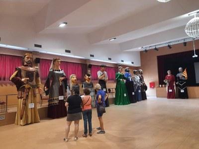 MOLT BONA ACOLLIDA DE L'EXPOSICIÓ ITINERANT DELS GEGANTS DEL BAIX GAIÀ AL CASAL MUNICIPAL DE CREIXELL