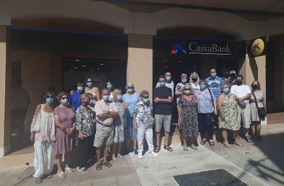 PROTESTA VEÏNAL PEL TANCAMENT DE L'OFICINA DE CAIXABANK DE LA PLAÇA MAJOR DE CREIXELL DURANT 3 SETMANES DEL MES D'AGOST DE 2021